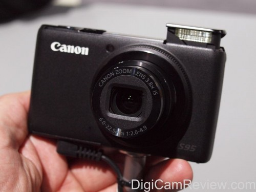 Canon Powershot S95 Pop Up Flash